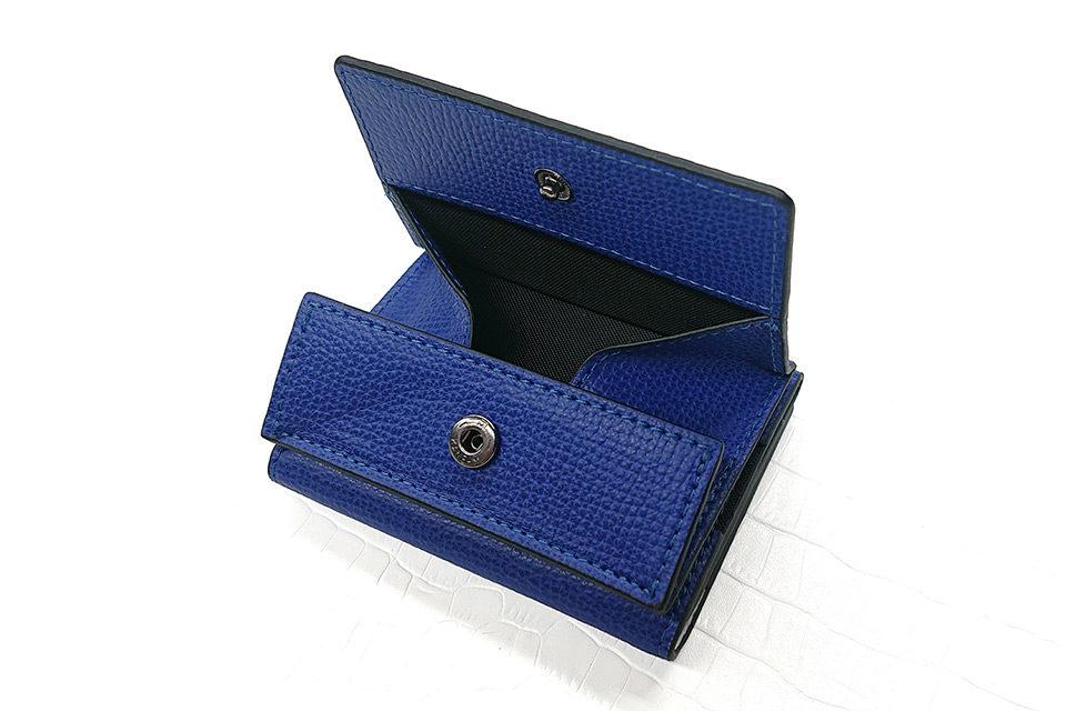 小銭入れとカードケースを組み合わせたミニマルな財布