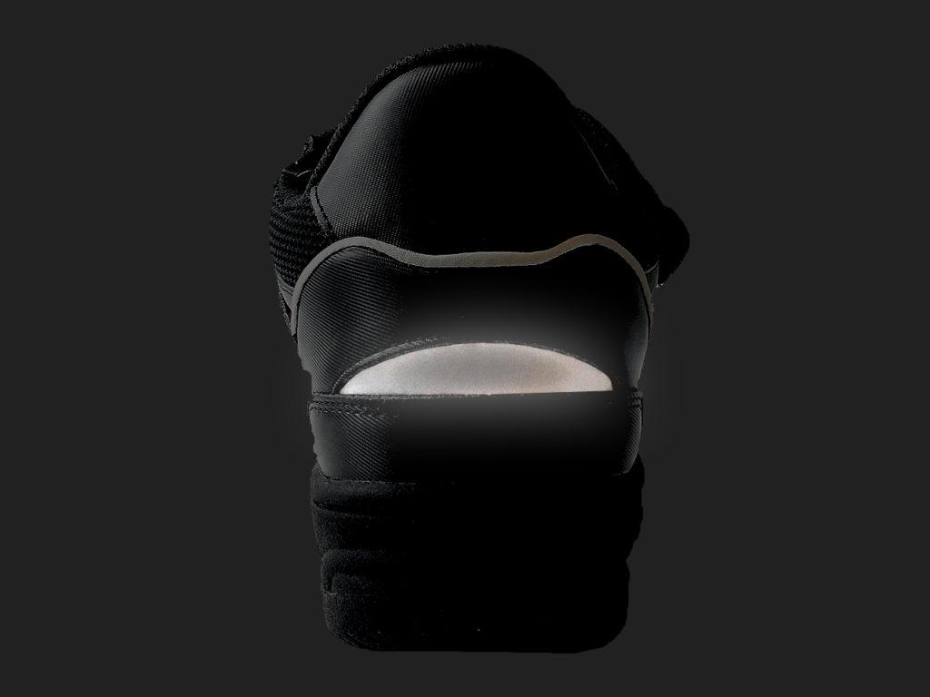 夜間の視認性を高めるヒールリフレクター